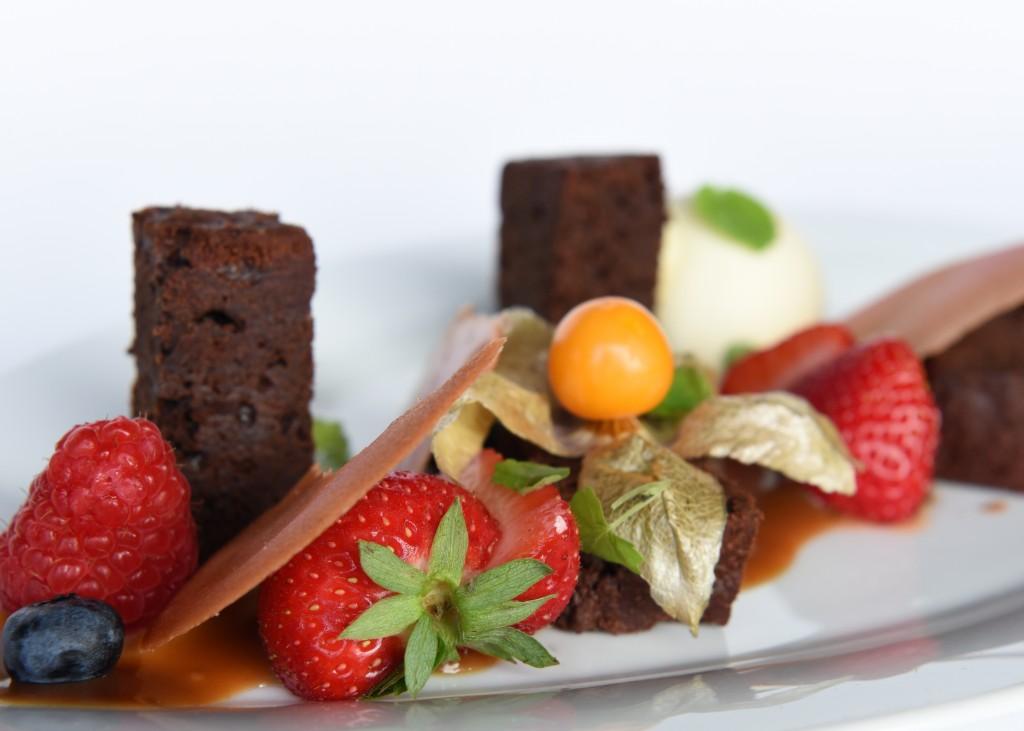 Brownie met vanille-ijs & karamelsaus