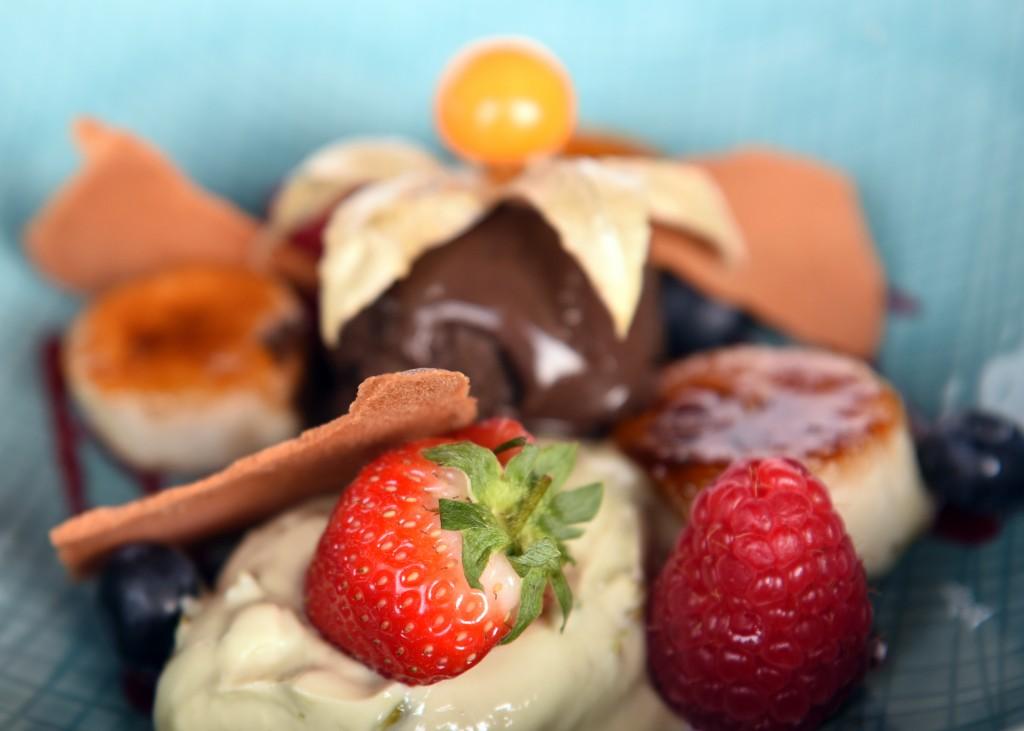 Pistache hangop met gekarameliseerde banaan & chocolade ijs